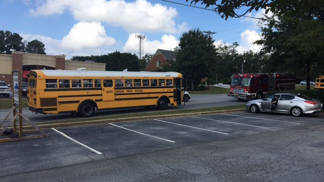 Greenville Co. School bus involved in crash. (10/10/17 FOX Carolina)