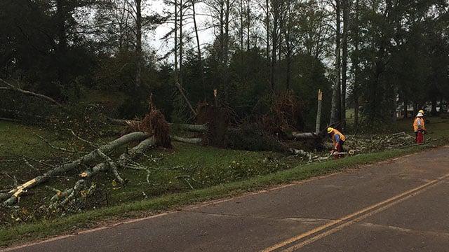 Crews clear debris in Pickens County (FOX Carolina/ 10/10/17)