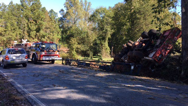 Scene of overturned crane in Anderson. (10/24/17 FOX Carolina)