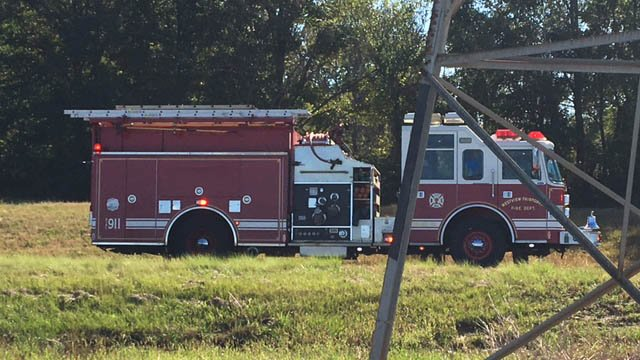 Truck overturns along I26 in Spartanburg Co. (FOX Carolina/10/25/17)