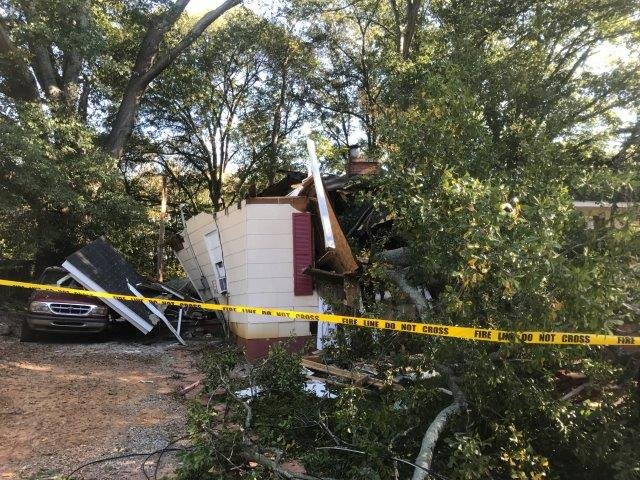 Woman killed when tree fell on Gaffney home (FOX Carolina/ 10/25/17)