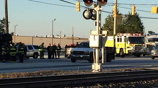 Roadway blocked after tanker overturned in Spartanburg Co. (FOX Carolina/ 10/27/17)