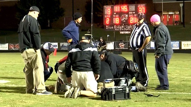 Coaches, trainers tend to injured Blue Ridge player (Oct. 27, 2017/FOX Carolina)