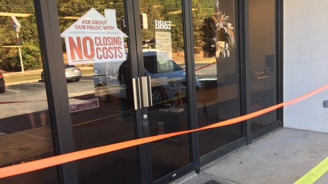 Deer crashes through Upstate bank (Oct. 30, 2017/FOX Carolina)