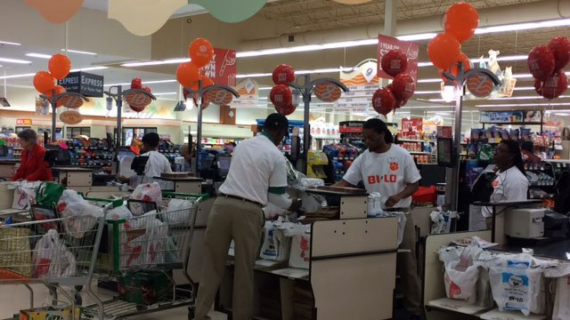 Verdae Blvd BI-LO at Greenville showing support to the Tigers (Jan. 9,2017/FOX Carolina)