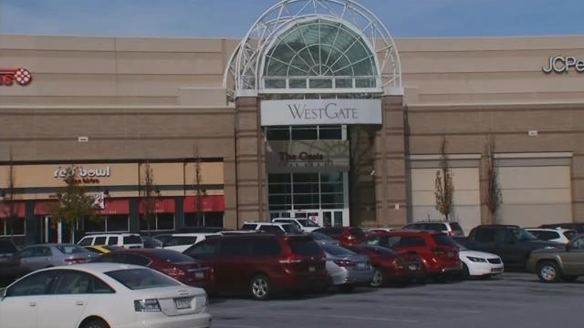 WestGate Mall welcomes shoppers into holiday season. (FOX Carolina/ Nov. 15, 2017)