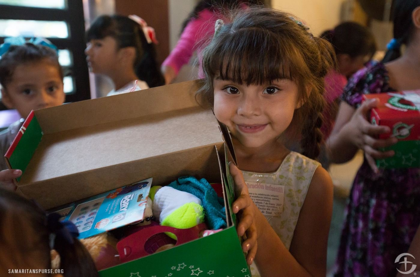 Delivering shoe boxes in Mexico (Source: Samaritan's Purse)