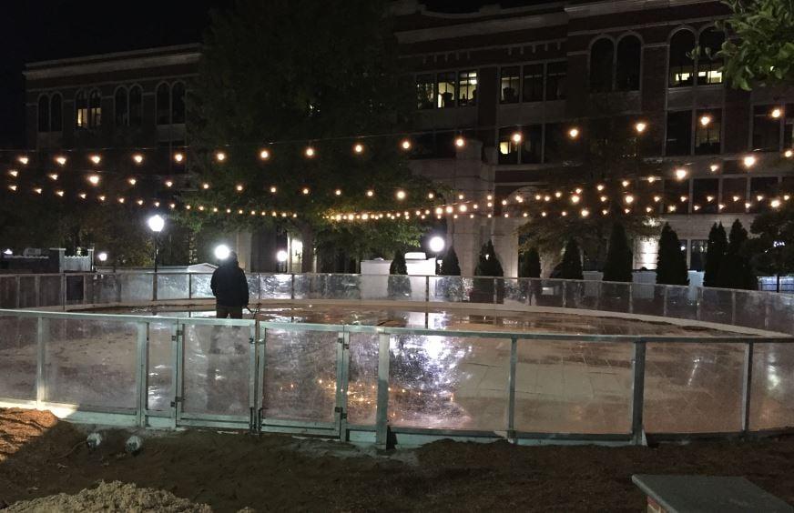 Skating on the Square prepares to open for the 2017 season (FOX Carolina/ 11/17/2017)