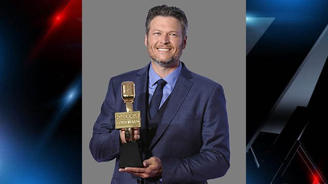 Blake Shelton, singer, poses in the press room with the award for top country artist at the Billboard Music Awards, graphic element on gray. (Source: AP)