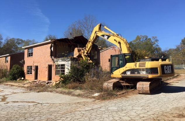 Apartment buildings being demolished (FOX Carolina/ Nov. 20, 2017)