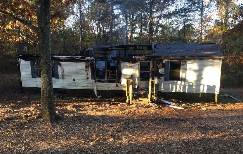 Smoke billows from the scorched home (FOX Carolina/ Nov. 24, 2017)