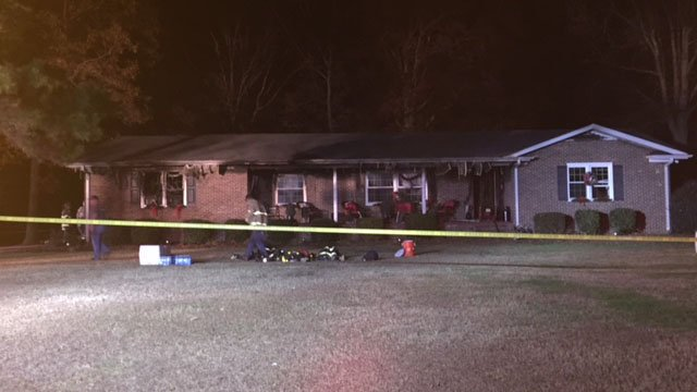 Scene of house fire in Chesnee (FOX Carolina/ 11/29/17)