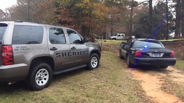 Officials on scene of death investigation (Nov. 30, 2017/FOX Carolina)