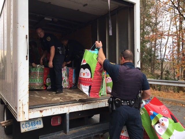 Deputies provide coats for kids (FOX Carolina/ Dec. 5, 2017)