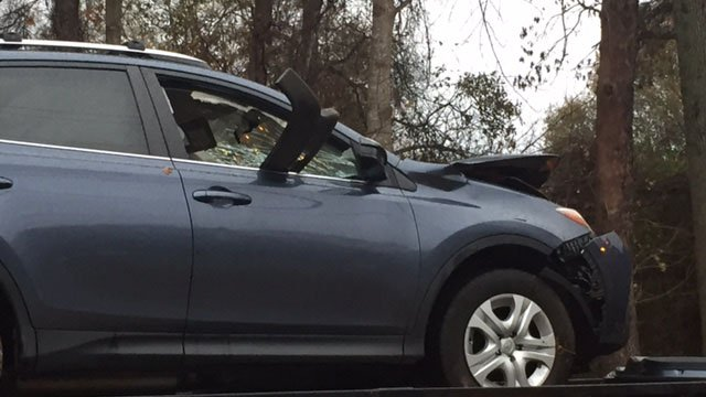 Roadway blocked, injuries reported after Greenville Co. crash (FOX Carolina/ 12/6/17)