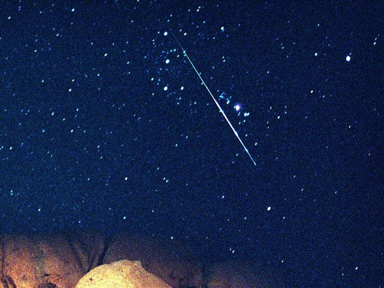 The earth will be covered with a bright meteor shower