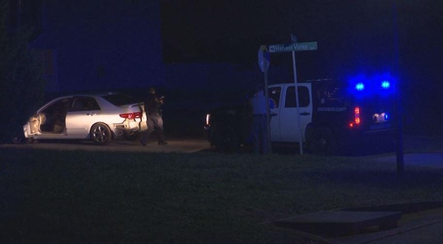 Deputies surround the suspects' car (FOX Carolina/ Dec. 14, 2017)