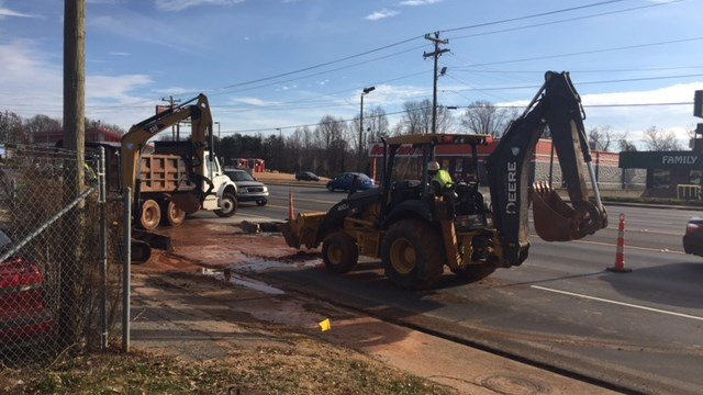Crews repair water main break on North Pleasantburg (Dec. 19, 2017/FOX Carolina)