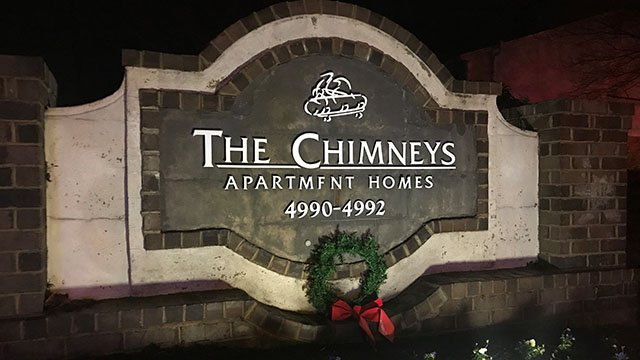 Crews respond to fire at Chimney Apartments in Taylors (FOX Carolina/ 12/10/17)