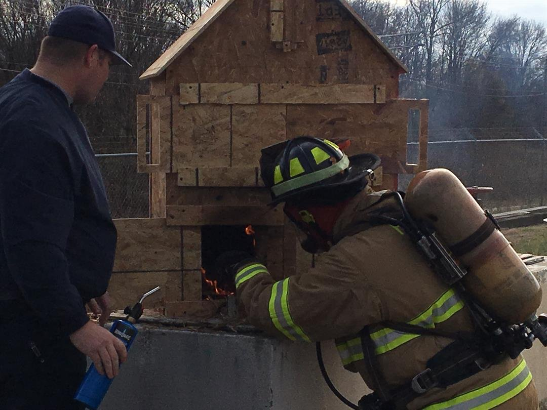 Parker firefighters demonstrate how quickly fire can spread when more oxygen is there to fuel it (FOX Carolina: 12/21/2017)
