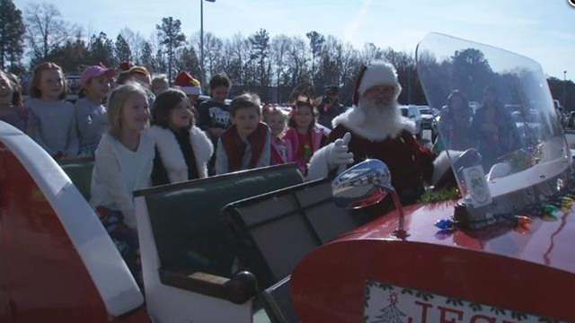 Community celebrates teacher's final chemo treatment (FOX Carolina/ 12/22/17)