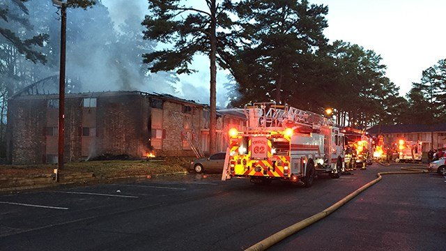 Scene of apartment fire in Spartanburg. (12/24/17 FOX Carolina)