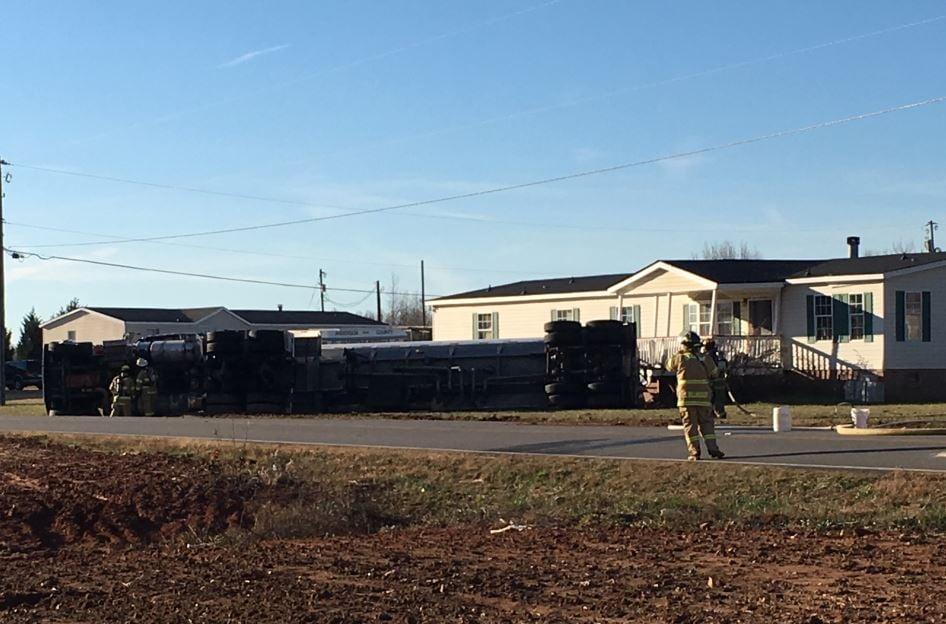 Tanker overturns in Belton (FOX Carolina/ Dec. 26, 2017)