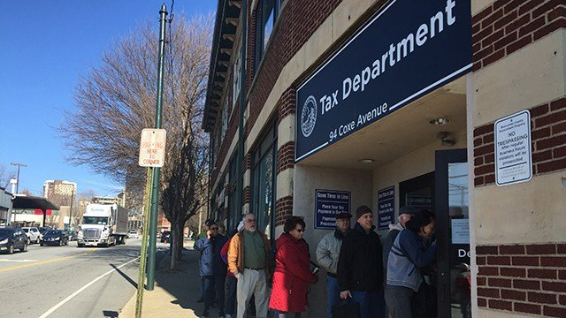 Line outside Asheville Tax Department (Dec. 28, 2017/FOX Carolina)