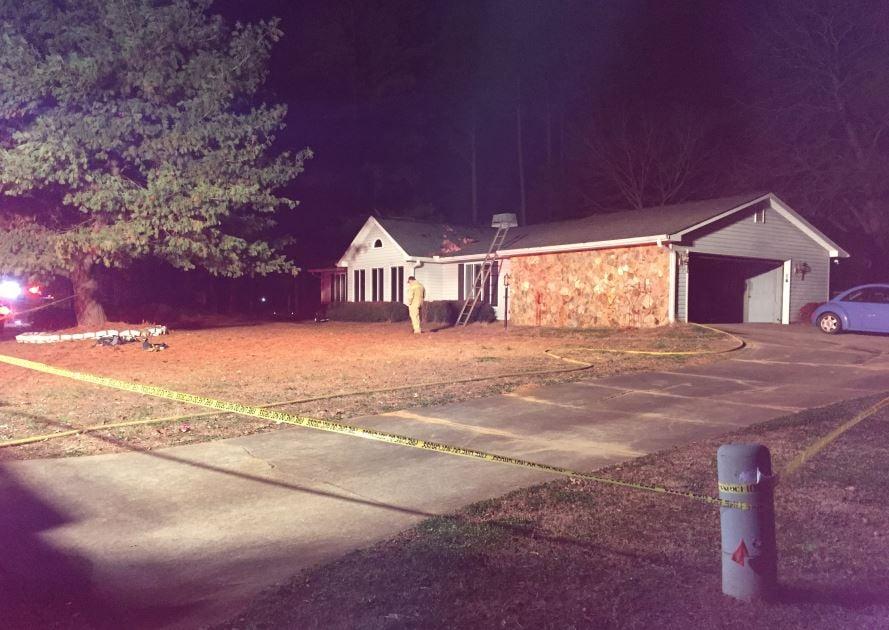 Scene of fire on Shoally Ridge Drive (FOX Carolina/ Jan. 1, 2018)