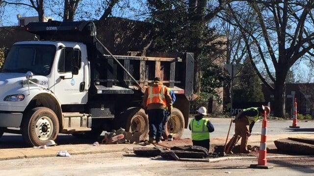 Crews work to repair water main break in Greenville (Jan. 2, 2018/FOX Carolina)