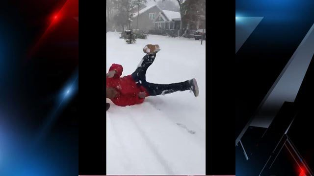 Senator Scot spins out in snow on boogie board (Source: Senator Tim Scott's Twitter account)