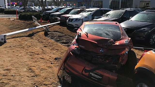Driver crashes into car dealership in Anderson. (1/9/18 FOX Carolina)