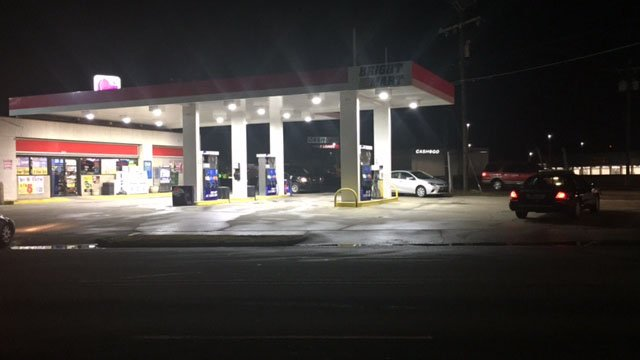 Deputies investigating reports of armed robbery at Anderson gas station (FOX Carolina/ 1/12/18)