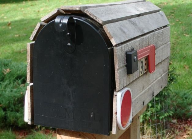 Mailbox (Wikimedia Commons)