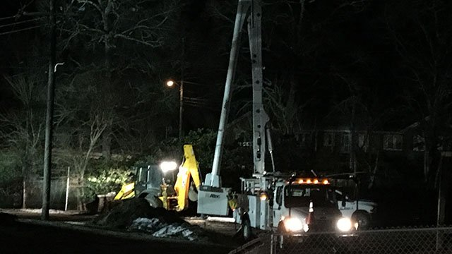 Crews working to repair widespread power outage in Clinton (FOX Carolina/ 1/18/18)
