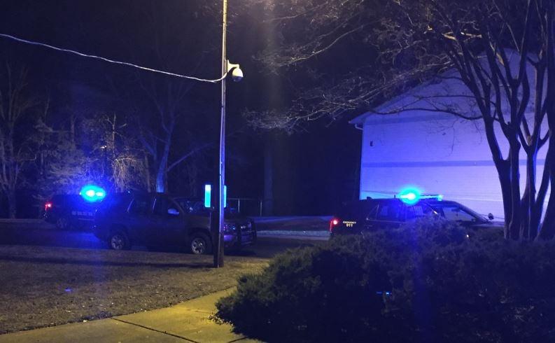 Deputies on scene at Edgewood Square Apartments (FOX Carolina/ Jan. 22, 2018)