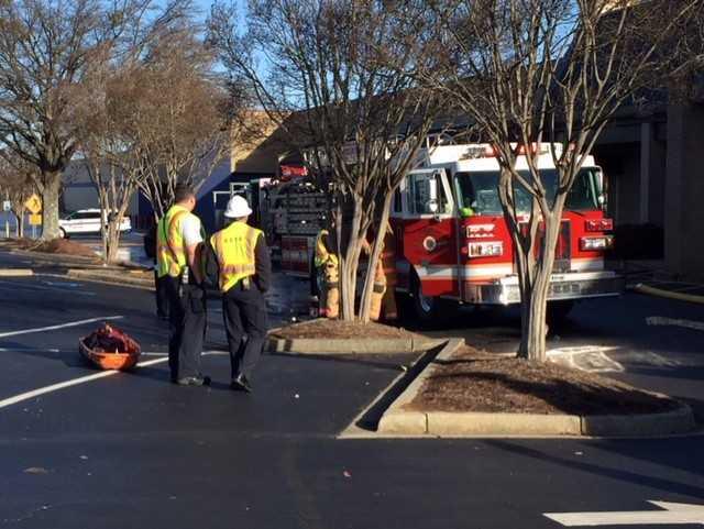 Firefighters clear small fire at Kangaroo Jax (FOX Carolina/Jan. 23, 2018)