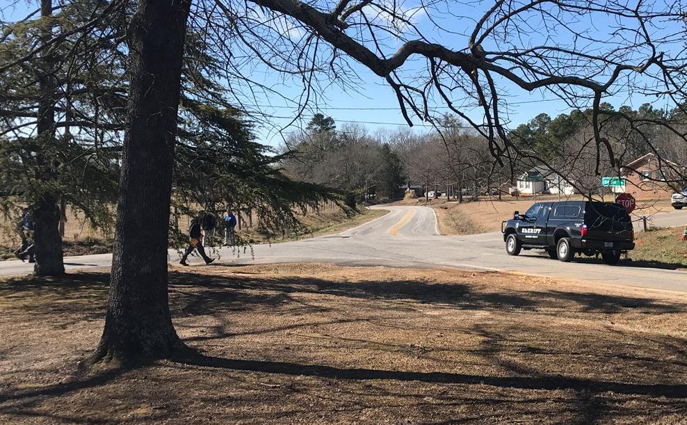 Anderson County deputies return to the area where the device was found (FOX Carolina/ Jan. 31, 2018)