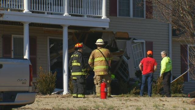 Firefighters at the crash scene (FOX Carolina/ Feb. 5, 2018)