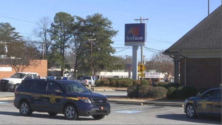 Scene of SunTrust robbery (Feb. 5, 2018/FOX Carolina)