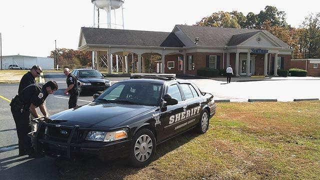 Scene from SunTrust bank robbery. (Nov. 9, 2011/FOX Carolina)