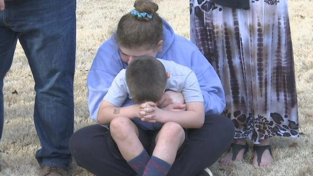 Upstate pastor leads prayer vigil for FL school shooting victims