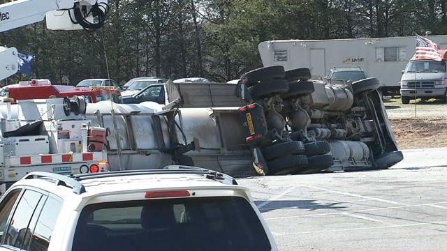 Overturned tanker in Mauldin (Mar. 13, 2018/FOX Carolina)