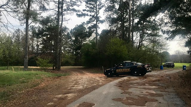 Law enforcement searching for subject of Lavonia manhunt. (FOX Carolina/3/16/18)