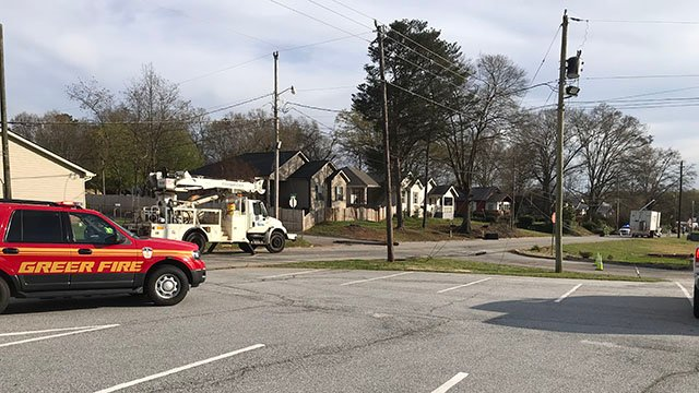 Crews on scene after delivery truck crashes into phone line, utility lines in Greer (FOX Carolina/ 3/28/18)