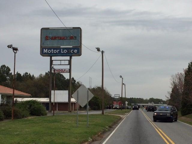 SWAT outside Spartanburg Co. motel (Apr. 6, 2018/FOX Carolina)