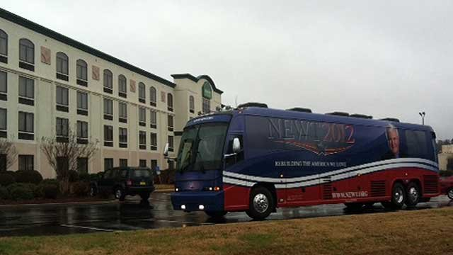 Newt Gingrich's campaign bus pulls into an Upstate hotel. (Jan. 11, 2011/FOX Carolina)