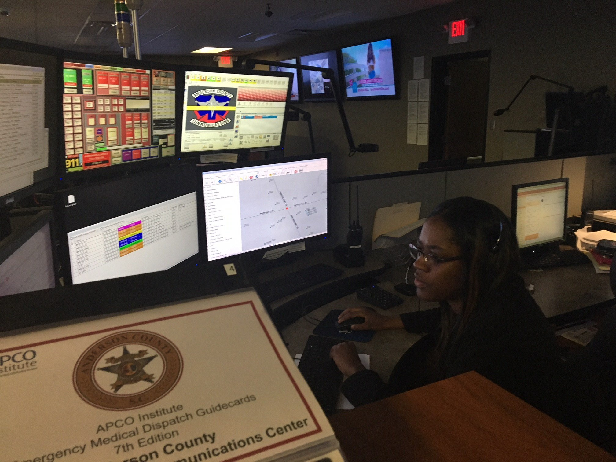 Anderson County dispatcher, Shaniqua Harp, answered the 911 call the day a young woman pulled out her own eyes (FOX Carolina: 4/11/18).