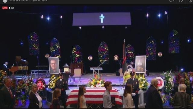 Mourners arrive for the funeral (FOX Carolina/ April 13, 2018)