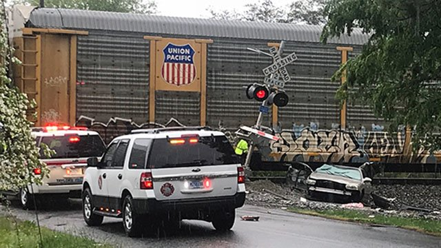 Car hit by train in Taylors (Apr. 23, 2018/FOX Carolina)
